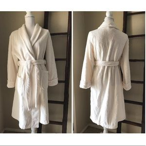 Other - LUXE Super plush cloud soft winter white spa robe